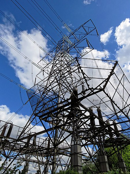 File:Electricity pylon off Chingford Road, London Borough of Waltham Forest, England.jpg