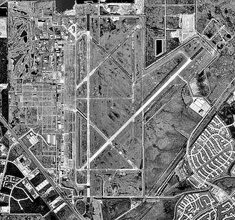 Ellington Airport (Texas) - Image: Ellington 13jan 1995