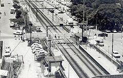 Passagem de n�vel na Esta��o Po�, na d�cada de 70, hoje fechada