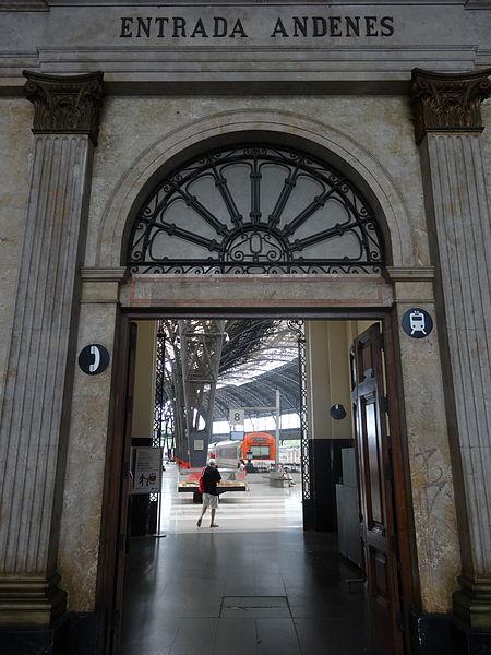 File:Estació de França (Barcelona) 0007 Entrada andenes.JPG