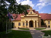Esterházy-kastély Szentlőrinc.jpg