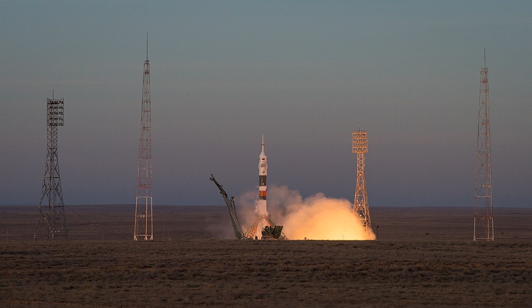 Expedition 58 Launch (NHQ201812030002).jpg