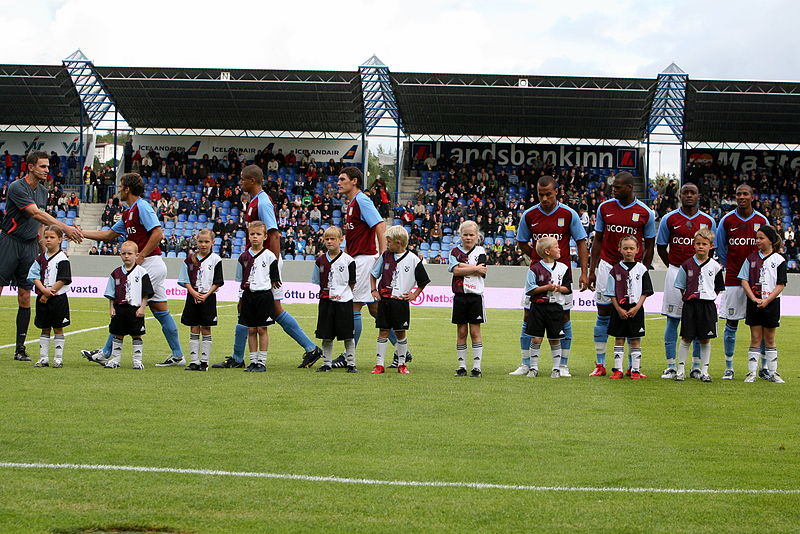 File:FH - Aston Villa players line up.jpg