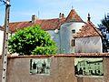 Faverney. L'ancien château vu d'une ruelle. 2015-06-26.JPG
