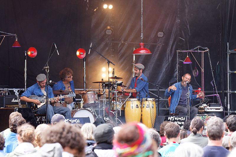 Fichier:Festival du bout du Monde 2011 - Moussu T e lei Jovents en concert le 6 août- 001.jpg