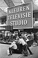 Firato. Grote belangstelling voor de stand van de NTS kleuren televisie, Bestanddeelnr 920-7444.jpg