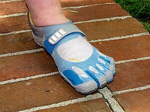 English: Vibram FiveFingers Bikila shoes, top ...