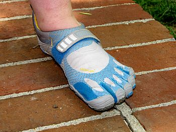 English: Vibram FiveFingers Bikila shoes, top ...