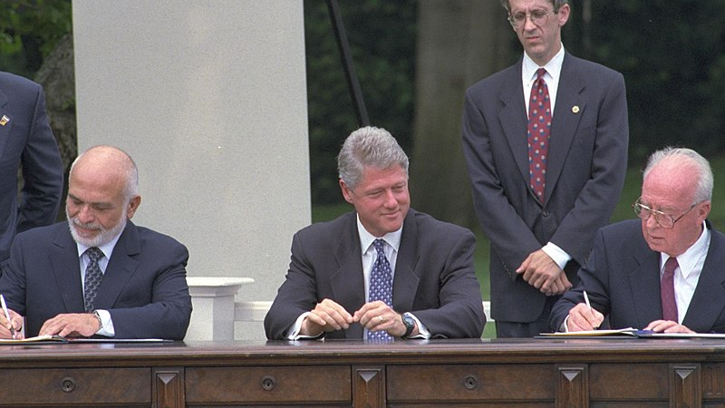 Flickr - Government Press Office (GPO) - PM YITZHAK RABIN AND JORDAN%27S KING HUSSEIN SIGN THE PEACE TREATY.jpg