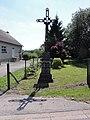 Floyon (Nord, Fr) croix de fer, place de la Mairie.jpg