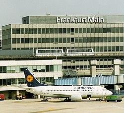 Tren que conecta las terminales 1 y 2 del Aeropuerto Internacional de Fráncfort