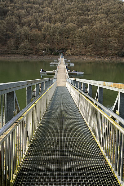 Footbridge over the barrier lake in Lultzhausen