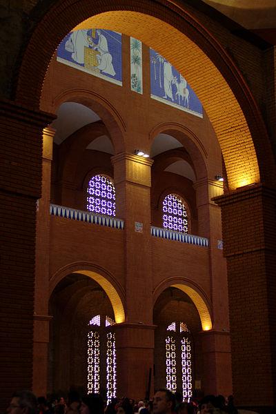 File:Galleries in the nave - Basilica of Aparecida - Aparecida 2014 (3).jpg