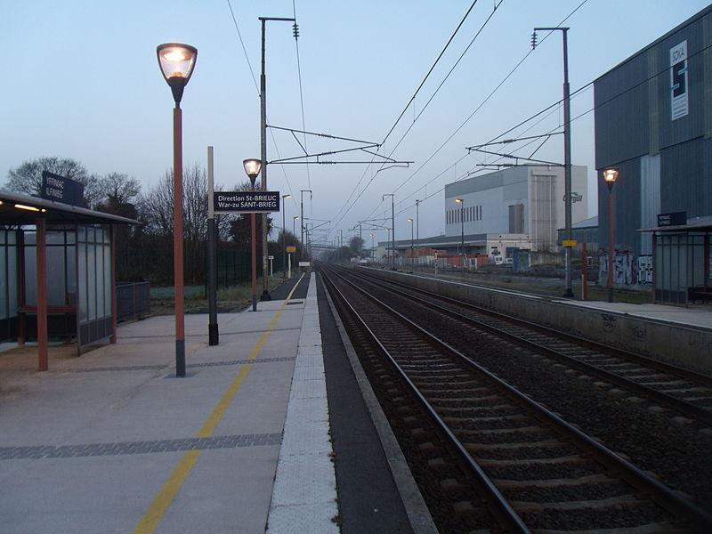 Les voies vue en direction de Saint-Brieuc