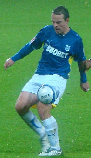 Gavin Rae - Rae playing for Cardiff City