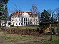 Grabova vila a altánek v zahradě.jpg
