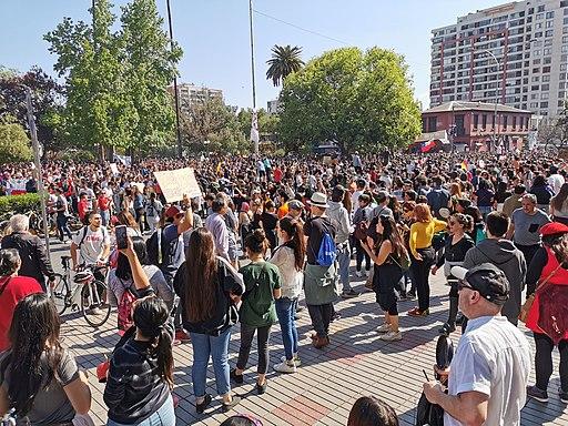 Gran cantidad de gente en manifestaciones pacificas en Plaza de Ñuñoa