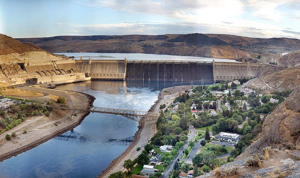 Grand Coulee Dam Panorama Smaller.jpg