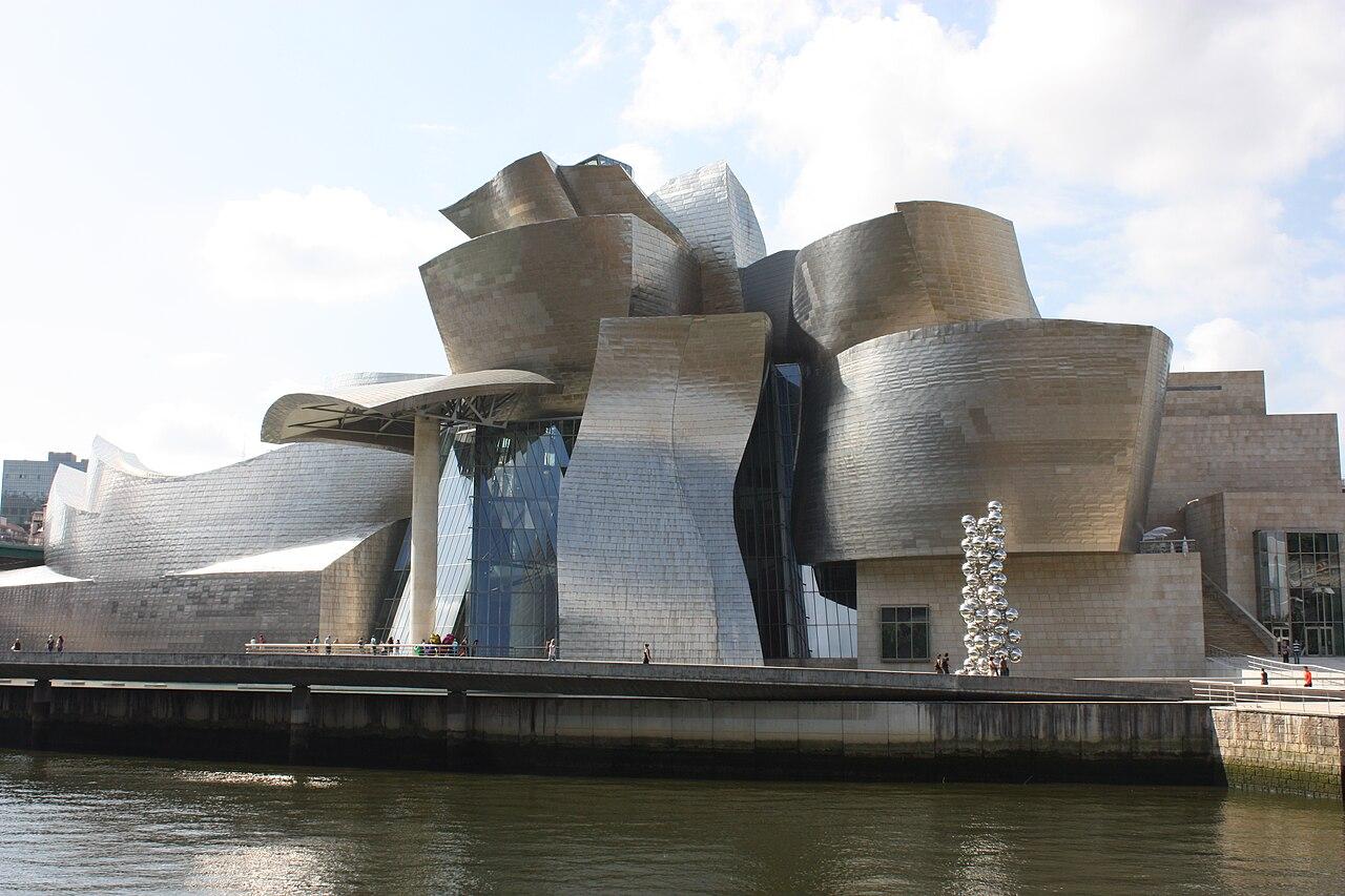 File:Guggenheim Museum, Bilbao, July 2010 (06).JPG - Wikimedia Commons