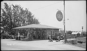 Gulf Oil - Gulf filling station in Jasper, Tennessee. Photo taken in 1939.