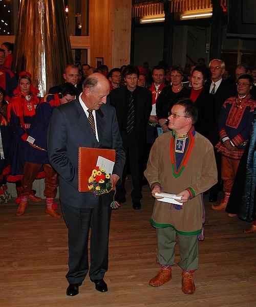 File:H.M. Kong Harald og sametingspresident Sven-Roald Nystø (10345056016).jpg