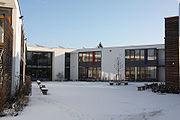 HHS Schule Darmstadt Schulhof Winter.jpg