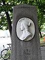 Halensee Henriettenplatz Gedenkstele.jpg