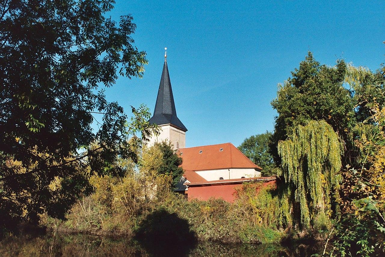 Lovely Church Pond #1: 1280px-Halle-Neustadt%2C_view_across_the_church_pond_to_the_Passendorf_church.jpg