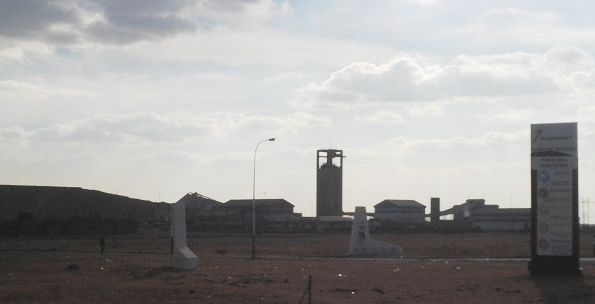 Harmony Gold mine shaft on R30 to Odensdaalsrus.jpg