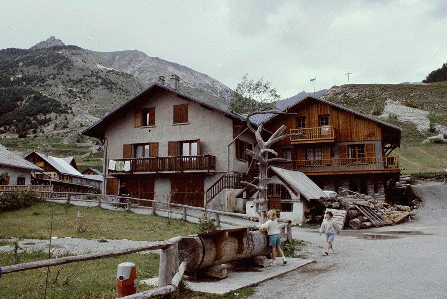 Hautes-Alpes Ceillac Fontaine 071986