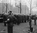 Herdenking februari-staking Amsterdam (Krans burgemeester, Bestanddeelnr 904-9839.jpg