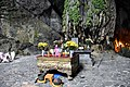Houng Tich Cave, site of the Perfume Pagoda, northern Vietnam (9) (38463003766).jpg