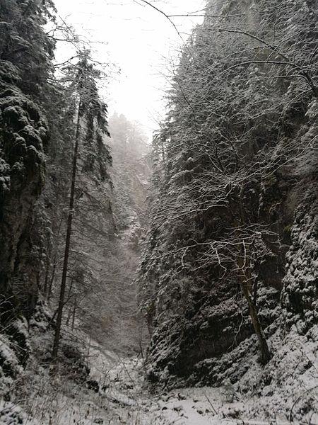 File:Hučiaky v zime.jpg