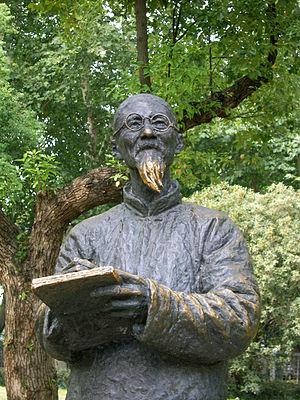 Huang Binhong - Huang Binhong (黄宾虹) statue, located at the West Lake in Hangzhou