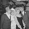 Huwelijk Willeke Alberti en Joop Oonk te Amsterdam. Met Ria Valk (links) en Conn, Bestanddeelnr 918-6148.jpg
