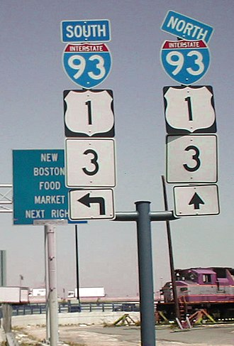 Concurrency (road) - Signs indicating a concurrency of Interstate 93, U.S. Route 1, and Massachusetts Route 3 in Boston, Massachusetts