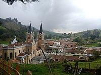 Iglesia de Nuestra Señora del Rosario, Belmira - panorámica desde el viacrucis 1.jpg