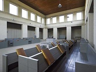 1968 in architecture - Image: Interieur, middenbeuk van de bovenkerk uit 1968 met zicht op de sobere koorbanken richting het altaar Mamelis 20536552 RCE