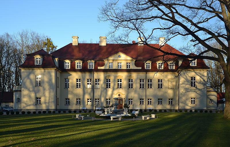 File:Izbicko - Stubendorf - palace.jpg
