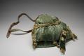 Jaktväska grön sammet, hundhalsband grön sammet - Livrustkammaren - 86612.tif