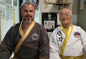 Dojunim Ji Han-Jae et GM Nicolas Tacchi, responsable du Sin Moo Hapkido pour la France et les pays francophones