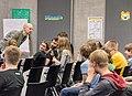 Joachim Scharloth diskutiert mit den Teilnehmer-innen über Hackerethik (27595608750).jpg