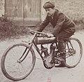 Joseph Collomb sur Magali à la Coupe Internationale du Motocyle Club de France (juin 1905).jpg