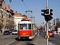 Křižovatka Bělohorská - Vaníčkova, průjezd tramvaje, do centra.jpg