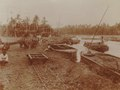 KITLV - 152200 - Kurkdjian - Loading boats with sugarcane from trucks at a sugar company in the Dutch East Indies - 1921.tif