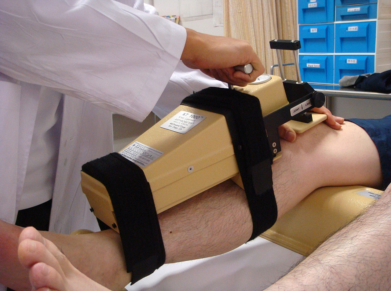 KT 1000 to measure anterior-posterior laxity of the knee.jpeg