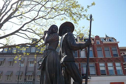 Kenau-Ripperda monument on Stationsplein Haarlem 04