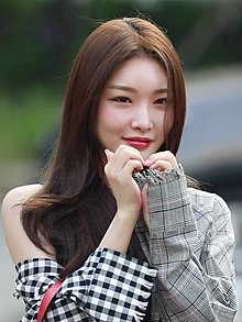 Kim Chung-ha arriving at KBS Music Bank on August 03, 2018 (3).jpg