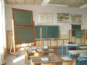 Education in Germany - Classroom furniture from 1900 (left) to 1985 (right)