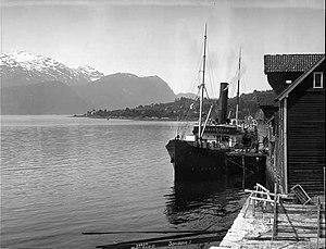 SS Kommandøren - Kommandøren at anchor in Sandane in 1926